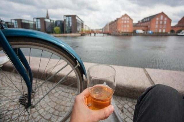 Is it illegal to have a pint and jump on your bike? (Photo: Shutterstock)