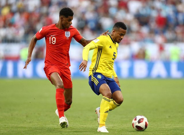 SAMARA, RUSSIA - JULY 07:  Martin Olsson of Sweden is challenged by Marcus Rashford of England during the 2018 FIFA World Cup Russia Quarter Final match between Sweden and England at Samara Arena on July 7, 2018 in Samara, Russia.  (Photo by Ryan Pierse/Getty Images)