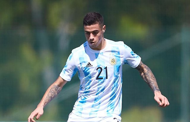 Martin Payero playing for Argentina Under-23s.