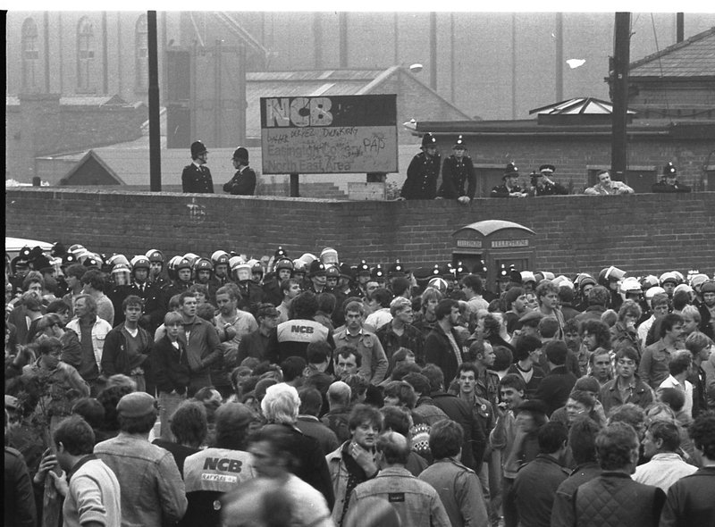 Miners' Strike 35 years on: 13 pictures of pickets, food parcels and Arthur  Scargill during the dispute   Hartlepool Mail