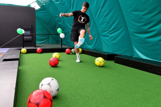 Steven Smith has a go at the Footpool at the Domes.