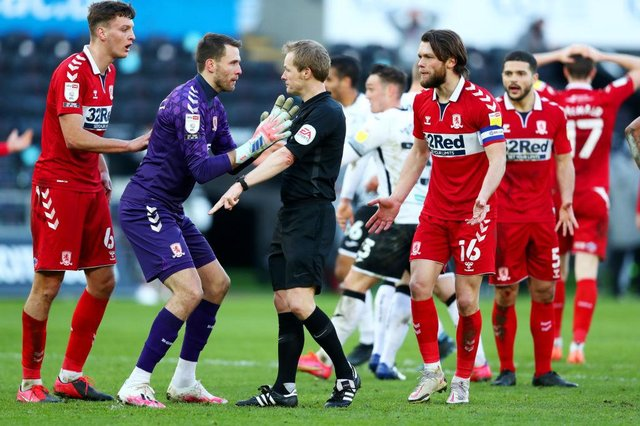Marcus Bettinelli of Middlesbrough argues with referee Gavin Ward as he awards a late penalty to Swansea City.
