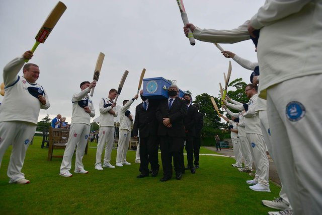 Players form a guard of honour
